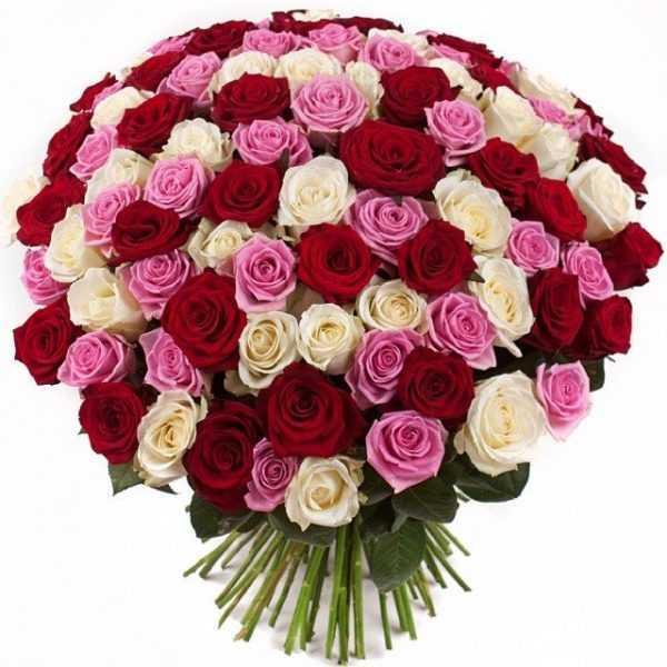 Букет из красно бело розовых роз